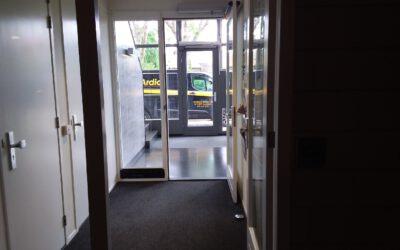 Coronaproof deuren van een VVE